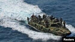 یک قایق سبک «ریورین» نیروی دریایی آمریکا؛ دو قایق از این نوع طی وقایع ماه گذشته توقیف و ملوانهای آن بازداشت شدند