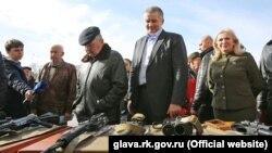 Сергій Аксьонов у Сімферополі на виставці російської зброї, 23 лютого 2017 року