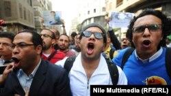 Участники очередной молодёжной демонстрации в Каире. 30 ноября 2013 года.