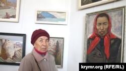 Ayşe Seitmuratova portreti yanında, Aqmescit, 2015 senesi
