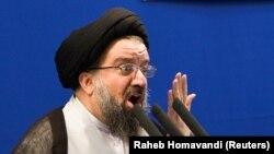 احمد خاتمی، بهدلیل اظهارنظرهای تند در حمایت از رهبر جمهوری اسلامی و انتقاد از مخالفان نظام، بهعنوان یک روحانی «تندرو» شناخته میشود.