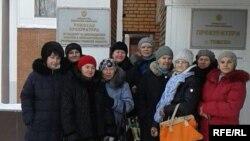 Гражданские активисты у здания прокуратуры Томской области