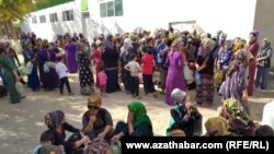 People line up outside a state grocery store to buy cooking oil in the Turkmen city of Mary.