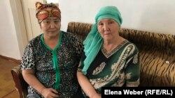 Сестры убитого активиста Галы Бактыбаева. Зауре Бактыбаева (справа) признана представителем потерпевшей стороны