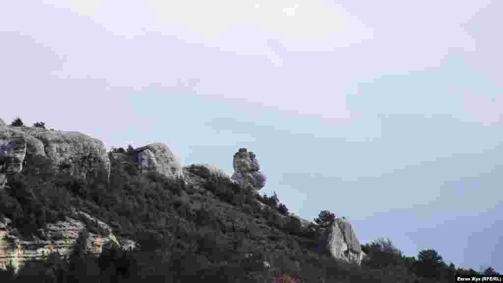 «Сфінкс» на горі Чобан-Кая за східною околицею села