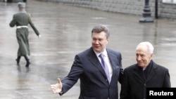 Віктор Янукович та Шимон Перес, Київ, 24 листопада 2010 року