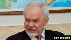 Профессор Владимир Казарин