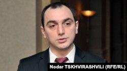По словам президента Национального банка Георгия Кадагидзе, курс лари будет претерпевать изменения и в будущем, однако финансовая стабильность гарантирована Национальным банком Грузии