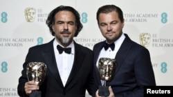 Американский киноактер Леонардо Ди Каприо (справа) и мексиканский кинорежиссер Алехандро Иньярриту.