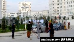Уборка улиц, Ашхабад (Иллюстративное фото)