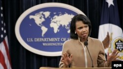 کاندولیزا رایس گفته ایران نمی تواند هم به دنبال برنامه هسته ای باشد و هم جایی در جامعه بین المللی داشته باشد.