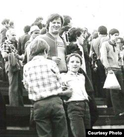 З бацькам на магілёўскім стадыёне, 1983 год.