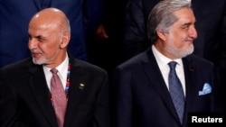 رئیسجمهور افغانستان، اشرف غنی (چپ) و مخالف سیاسی او عبدالله عبدالله