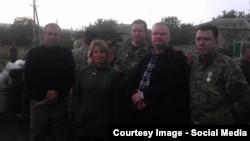 Ейнарс Граудіньш (другий праворуч) з бойовиками угруповання «ДНР» . Фотографія з його сторінки у Facebook