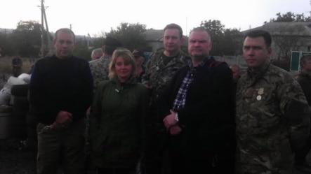 """Эйнарс Граудиньш (второй справа) с представителями """"ДНР"""". Фотография из его Фейсбука"""