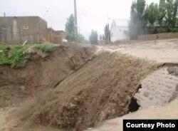 Қытайдың Іле аймағы Құлжа ауданындағы су тасқыны. Жергілікті тұрғындар жолдаған сурет.