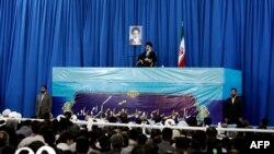Իրան - Այաթոլա Ալի Խամենեին ելույթ է ունենում Մաշդադում, 21-ը մարտի, 2013թ.