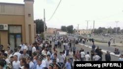 Жители Самарканда собираются на церемонию прощания с президентом