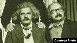 Tanınmış yazıçı Fərman Kərimzadə (solda).