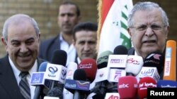 Iraqi President Jalal Talabani (right) at a news conference with Iyad Allawi, head of the secularist Al-Iraqiyah coalition