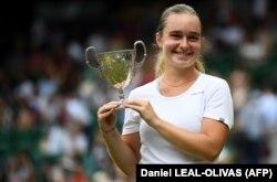 Українська тенісистка Дарія Снігур після перемоги у фіналі Вімблдонського тенісного турніру. Лондон, 13 липня 2019 року
