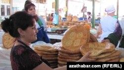 Продуктовый рынок, Туркменистан (архивное фото)