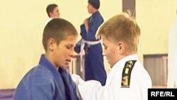 Юные борцы на ковре Республиканского турнира по дзюдо. Темиртау, 19 октября 2009 года.