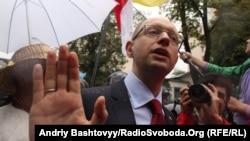Арсеній Яценюк біля Верховної Ради, 5 червня 2012 року