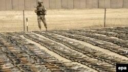 مهماتی که در جریان عملیات نیروهای عراقی در مناطق شیعه نشین به دست امده است. (عکس از AFP)