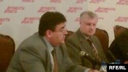 Сергей Миронов (справа) порадовал рассказом о разговоре с Президентом, а Алексея Митрофанова приняли в члены прямо на съезде