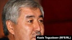 «Азат» ЖСДП бас хатшысы Әміржан Қосанов. Алматы, 31 қазан 2011 жыл.