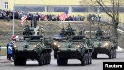 Амэрыканскія вайскоўцы на парадзе ў Нарве ў Дзень незалежнасьці Эстоніі 24 лютага 2015 году