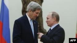 John Kerry i Vladimir Putin u Kremlju, 15. decembar 2015.