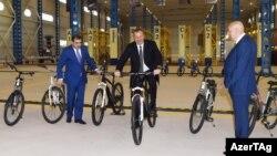 İ.Əliyev İsmayıllıda velosiped zavodunun açılışında