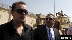 Мухаммад Фагмі (п) і Багер Мухаммад (л) біля в'язниці Тора в Каїрі, 30 липня 2015 року