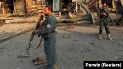 آرشیف، دو پولیس افغان در یکی از ولایات افغانستان