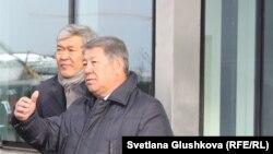 Председатель правления национальной компании «Астана ЭКСПО-2017» Ахметжан Есимов (справа). Астана, 31 октября 2016 года.