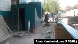 Ремонтные работы в республиканской онкологической больнице. Алматы, 8 мая 2014 года.