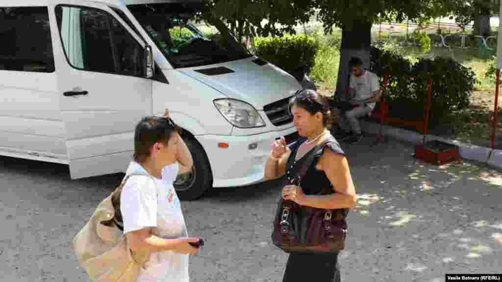 Jurnalista Liliana Barbăroșie și primarița de Congaz, Matriona Hristeva