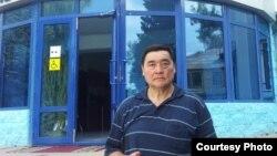 Журналист и гражданский активист из Казахстана Рамазан Есергепов у здания Жамбылского областного суда. Тараз, 28 июля 2016 года.