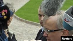 Глава коммиссии ЕС по финансовым вопросам Олли Рен перед встречей министров финансов стран ЕС в венгерском Гёдёлло