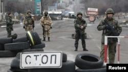Українські військовослужбовці на КПП біля Дебальцевого. 24 грудня 2014 року