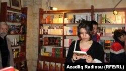 Книжный магазин в Баку, 7 мая 2011