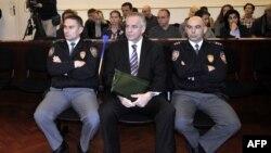 Поранешниот хрватски премиер Иво Санадер пред судот во Загреб.