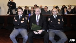 Croatia -- Former Prime Minister Ivo Sanader sits surrounded by court policemen at the beginning of his trial in Zagreb, 03Nov2011