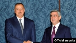 A previous meeting of the Armenian and Azerbaijani presidents -- Serzh Sarkisian (right) and Ilham Aliyev -- in Moscow in July