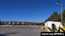 Перехватывающая парковка на улице Крестовского а Балаклаве пустует