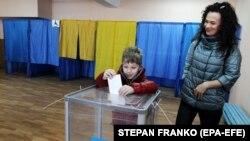 Загальна кількість виборців, які взяли участь у голосуванні по Україні, сягає понад 18,8 мільйона
