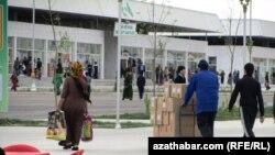 """Turkmenistan – A newly built """"Altyn Asyr Gundogar"""" marketplace in Ashgabat, 14Apr2011"""