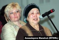 Женщины задают вопросы министру труда и социальной защиты Серику Абденову. Алматы, 26 апреля 2013 года.